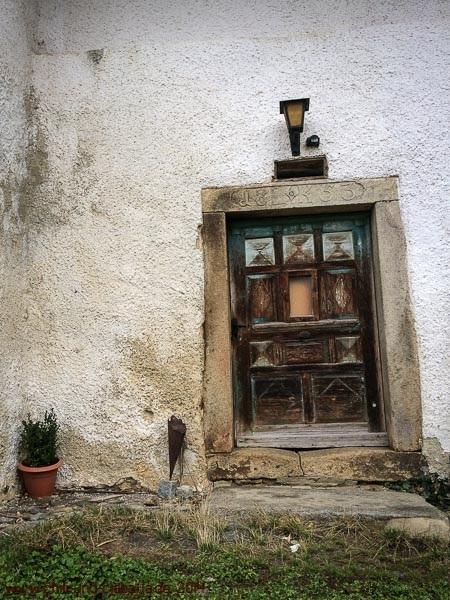 Türe an einem alten Bauernhaus