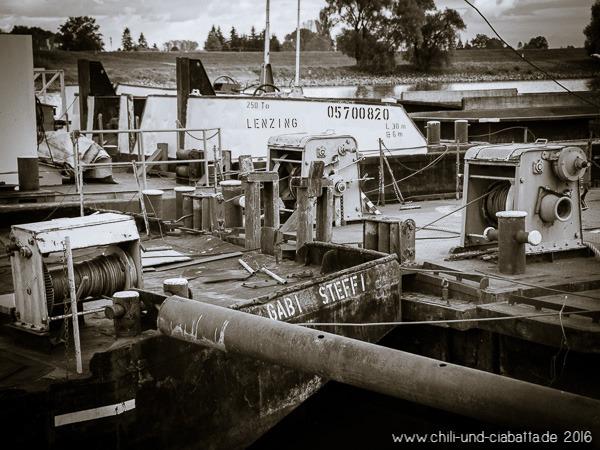 alte Arbeitsschiffe an der Donau
