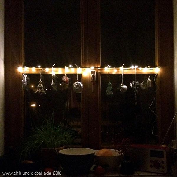 Küchenfenster-Adventsdeko