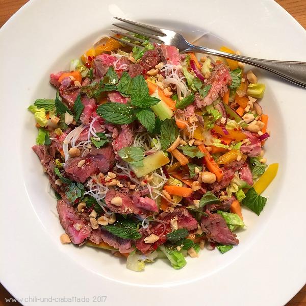 Salat 5:2 mit Steak und Thaidressing