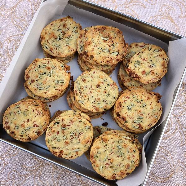 Kürbiskern-Speck-Cookies