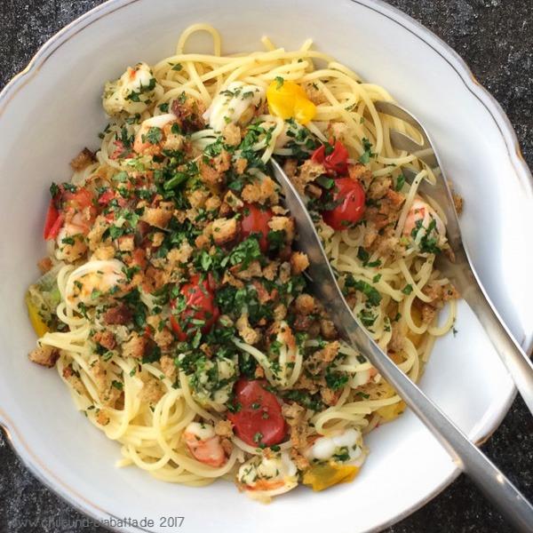 Spaghettini mit Garnelen und Kräuter-Knusperbröseln