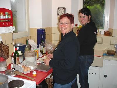 Kathi und Petra in der Küche