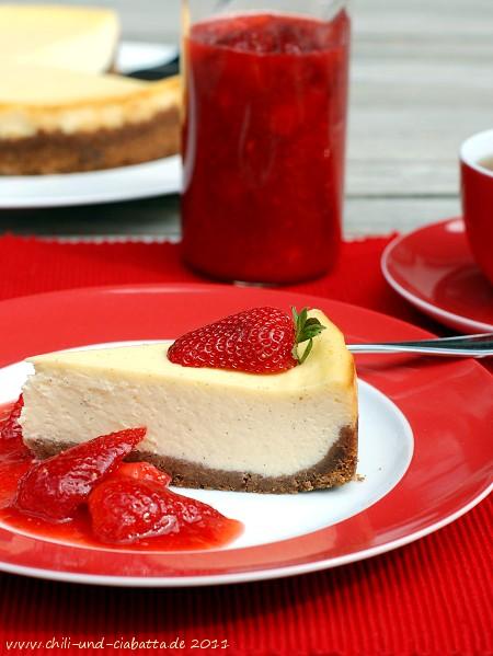 Limetten-Vanille-Cheesecake mit Erdbeersauce