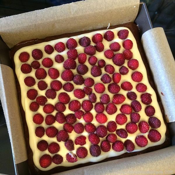 Himbeer-Frischkäse-Brownies vor dem Backen