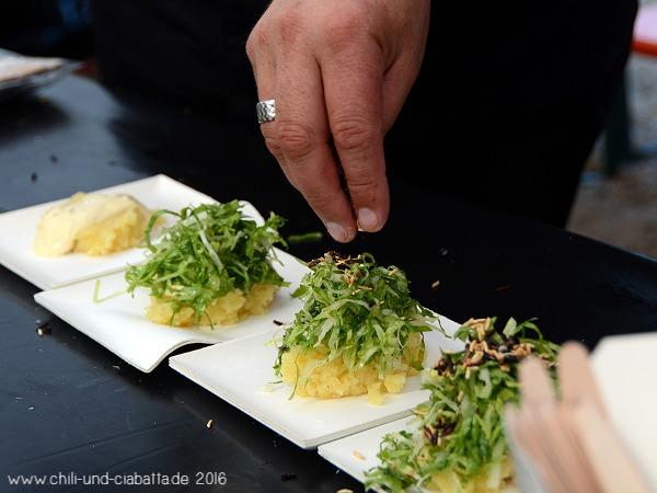 Kartoffelstampf mit Kochkäs, Endiviensalat, knusprige Reis-Vinaigrette