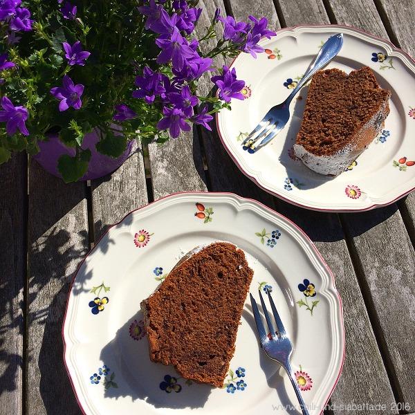 Kaffee-Gugelhupf mit Haselnüssen und Schokolade