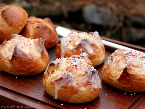 Pani di cena - sizilianische Osterbrötchen