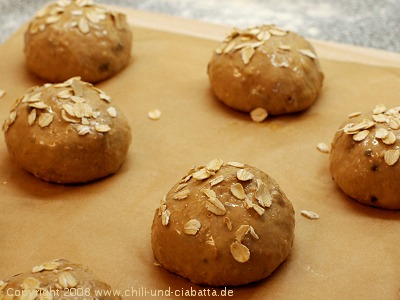 Schokomüsli-Brötchen ungebacken