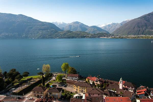 Blick von Gerra auf den Lago Maggiore