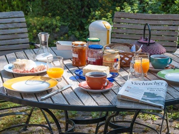 erstes Frühstück draußen