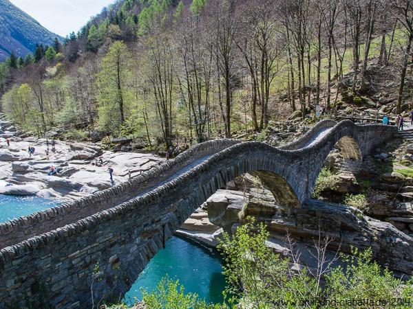 alte Bogenbrücke bei Lavertezzo im Verzascatal