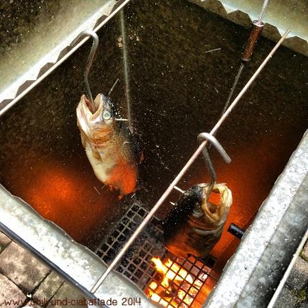 Forellen im Räucherofen