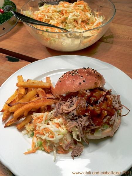 Burger Buns mit Pulled Pork und Coleslaw