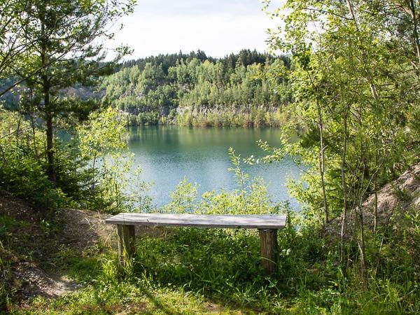 Sitzplatz am Wasser