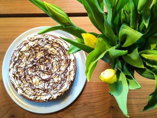Tulpen mit Schneegestöber-Torte