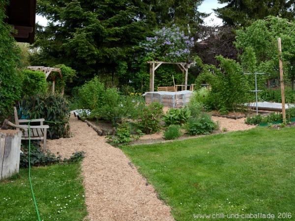 Gartenwege mit Miscanthus-Häcksel