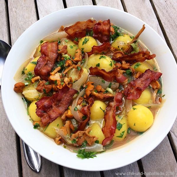Geschmorte kleine Kartoffeln, Pfifferlinge und Bacon