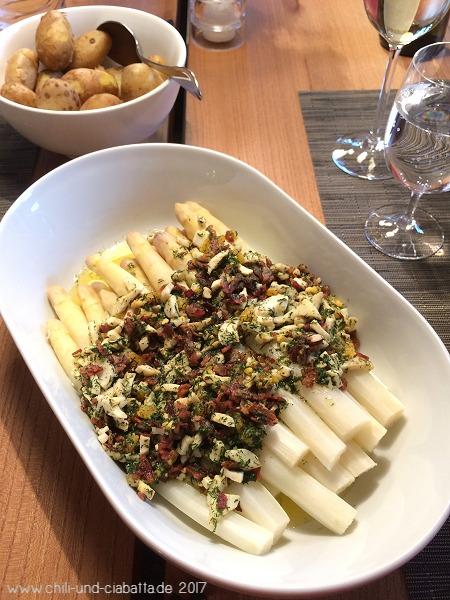 Spargel mit Dill-Ei-Speck-Sauce und neuen Kartoffeln