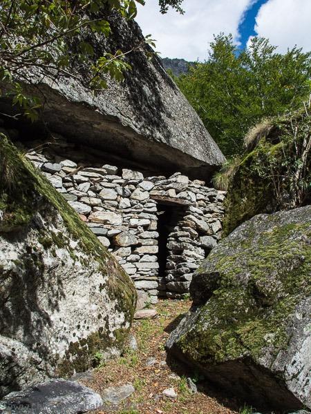 Felsen-Unterkünfte bei Gann