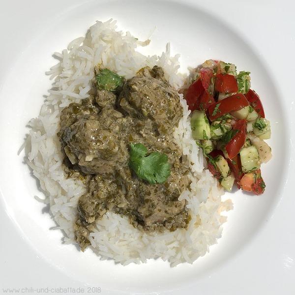 Hackbällchen in grüner Currysauce