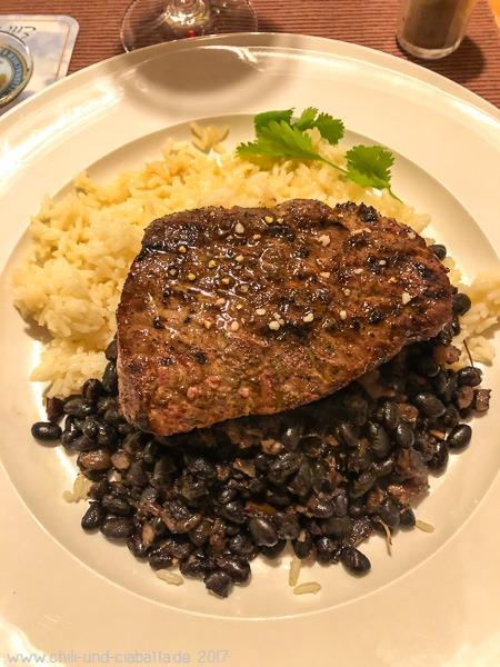 Steak, schwarze Bohnen, Reis