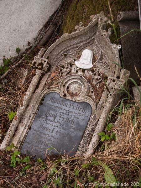 Grabstein bei den Einödhöfen Waldeck