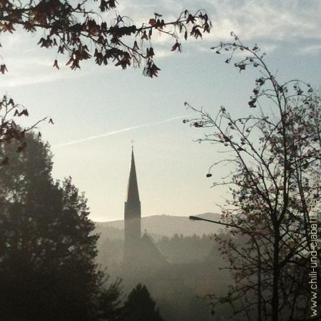 Kirche im Morgendunst