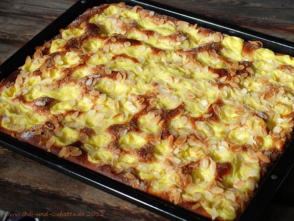Ammerländer Apfel-Butterkuchen mit Puddingpfützen