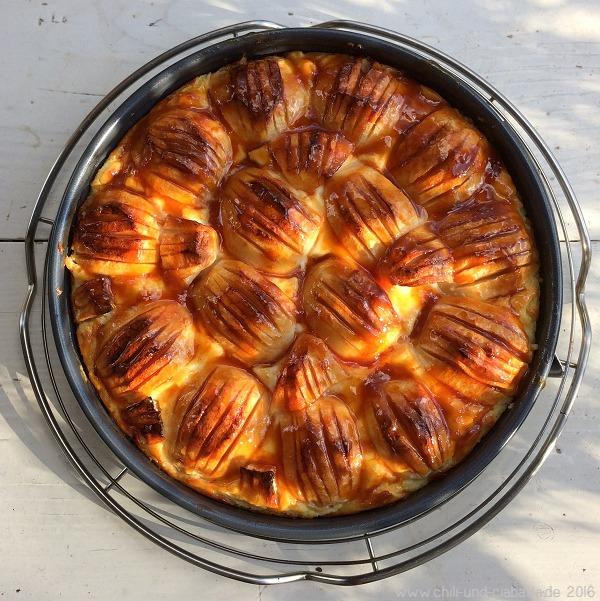 Apfel-Schmand-Kuchen frisch glasiert