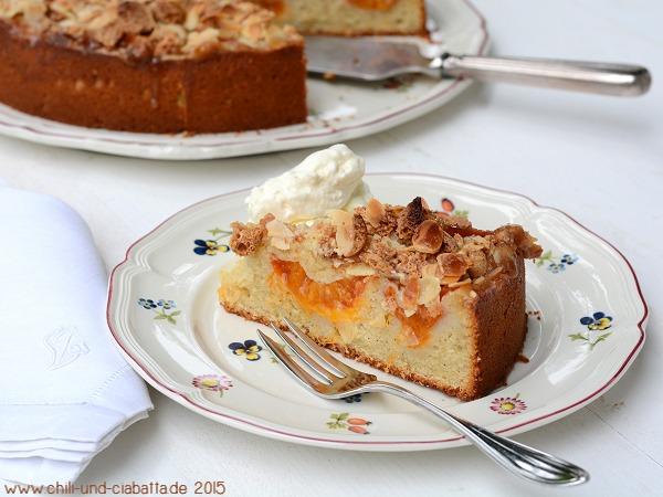 Aprikosenkuchen mit Amarettini-Mandelkruste Anschnitt