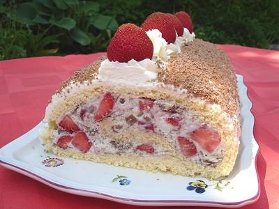 Erdbeer-Stracciatella-Eierlikör-Rolle