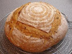 Leichtes Brot mit Weizenkörnern