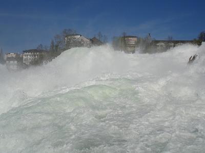 Rheinfall von unten