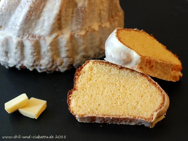Eierlikörkuchen mit weißer Schokolade