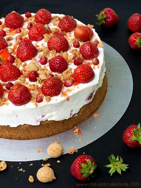 Erdbeer-Mascarpone-Torte mit Amarettini-Biskuitboden