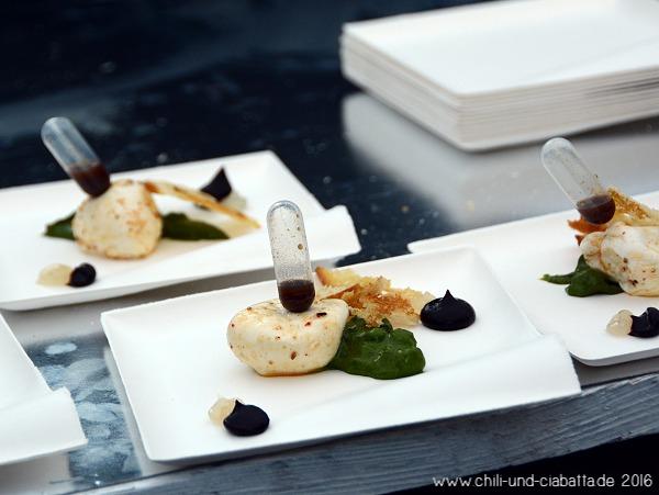 Büffelmozzarella, Blaubeeren, Spinat, Kreuzkümmel