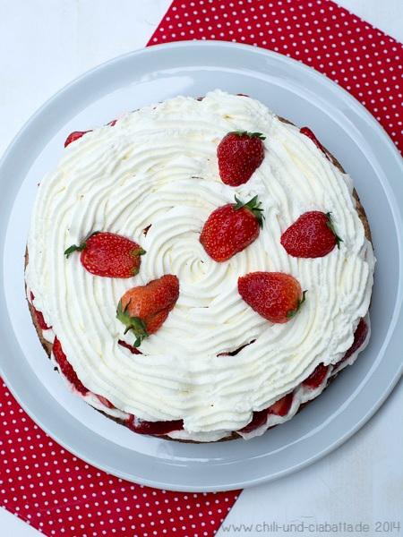 Makronentorte mit Erdbeeren