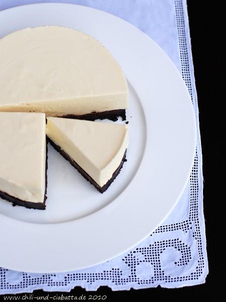 WEiße Schokoladenmousse-Torte mit Oreo-Keksboden