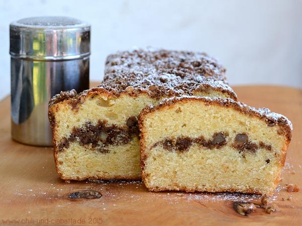 Sauerrahm Coffee Cake mit Nuss-Streuseln